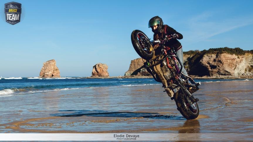 Sarah Lezito stunt la plage des Deux Jumeaux!